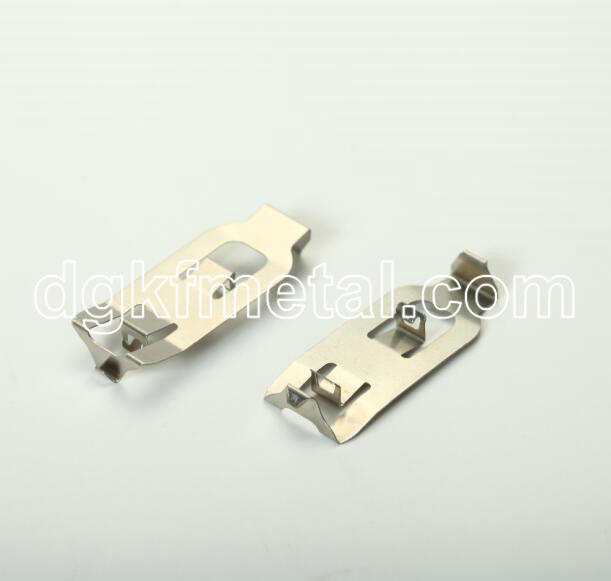 Metal spring clip for lamp holder socket